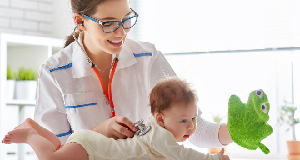 Szczepienia dzieci obowiązkowe, ale w czasie epidemii trudno je wykonać