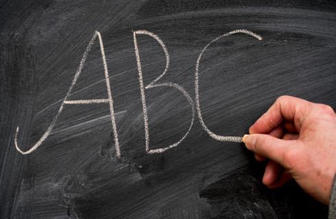 Etat plus druga szkoła, czyli na czarno w samorządowej instytucji