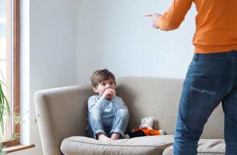 Ojciec znęcał się nad synem, sąd nie przyznał za to zadośćuczynienia - skarga nadzwyczajna RPO