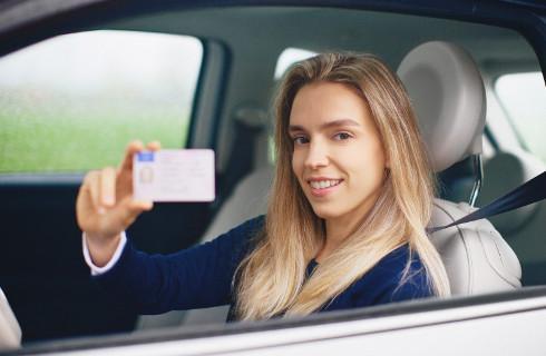 Elektroniczne prawo jazdy i dowód rejestracyjny - Sejm pracuje nad ustawą