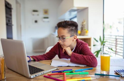 MEN: Dyrektor powinien sprawdzić, dlaczego uczeń nie uczestniczy w zajęciach