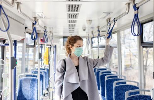 RPO: Obowiązek zakrywania ust i nosa zbyt rzadko egzekwowany