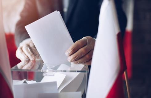 Drzwi do lokali wyborczych powinny być otwarte