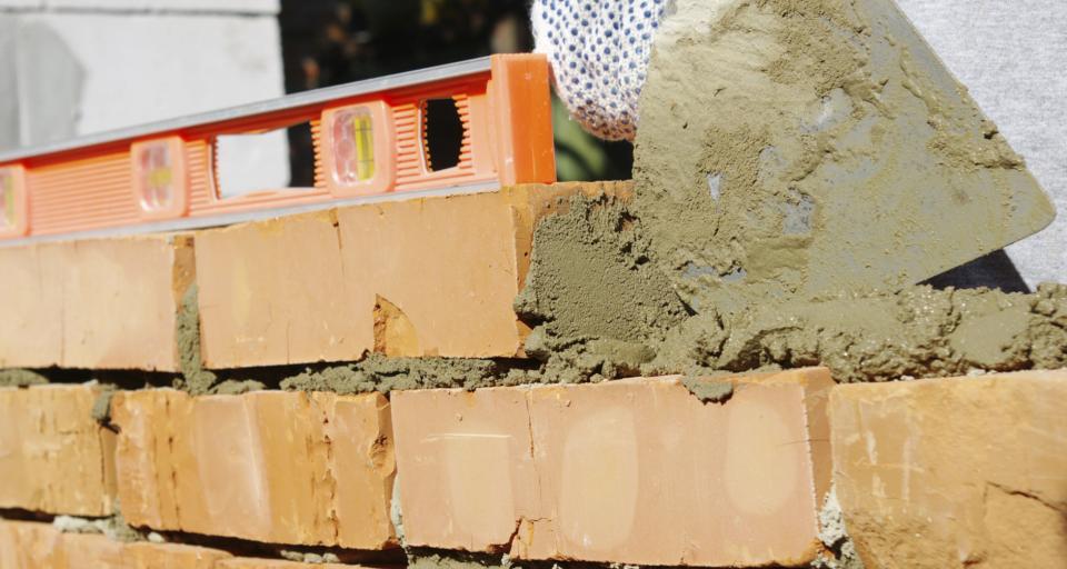 Branże budowlana, usługowa i medyczna najbardziej poszukują pracowników