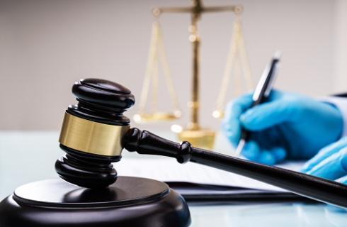 Rzecznik MŚP chce dłuższej pracy sądów, prawnicy postulują rozprawy on-line