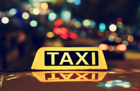 Taksówką z pracy do domu bez dodatkowego podatku, ale autobusem już z PIT