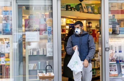 Branża handlowa chce zakazu wpuszczania do sklepu osób bez maseczek