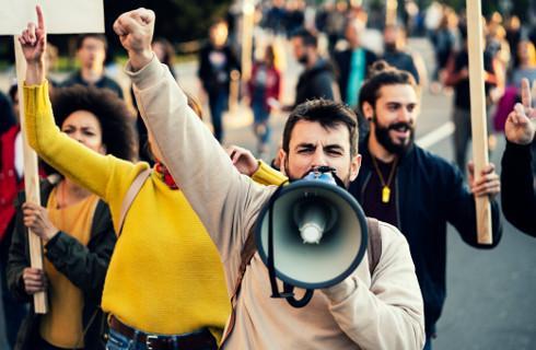 Amnesty: Prawo do zgromadzeń w Polsce coraz bardziej ograniczane