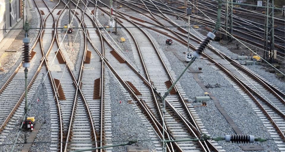 NIK: Brak pasów przeciwpożarowych przy liniach kolejowych groźny dla lasów