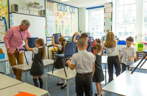 Rok szkolny zaskoczył rząd – zrzucił więc przygotowania na dyrektorów