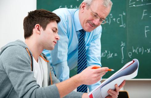 Ważne dla ucznia i studenta. Pamiętaj o zaświadczeniu ze szkoły, gdy pobierasz rentę rodzinną