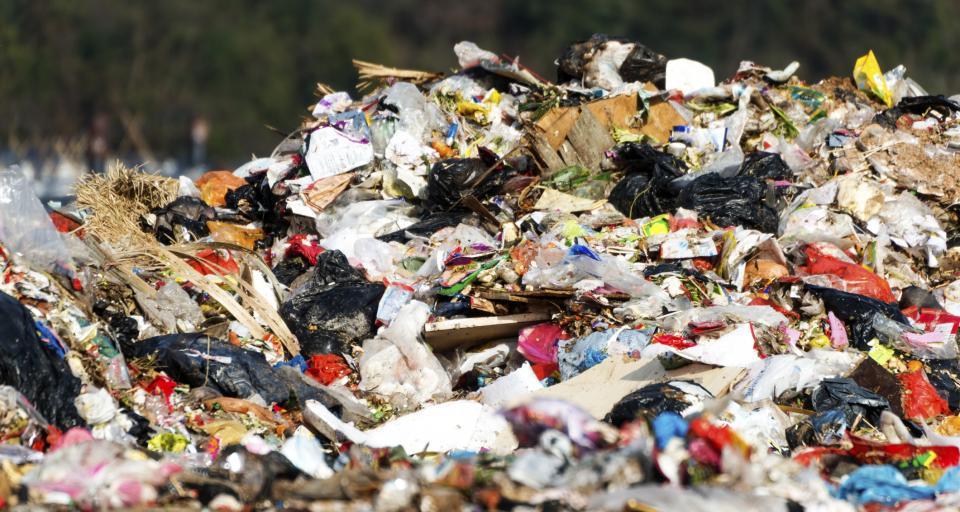 TK: Zgodna z Konstytucją podwyższona opłata za składowanie odpadów bez zezwolenia