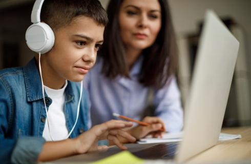 Za pieniądze z UE powstanie wsparcie dla pedagogów uczących zdalnie