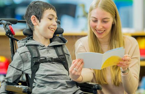 RPO: Wsparcie opiekunom osób z niepełnosprawnościami odebrane w sposób sprzeczny z Konstytucją