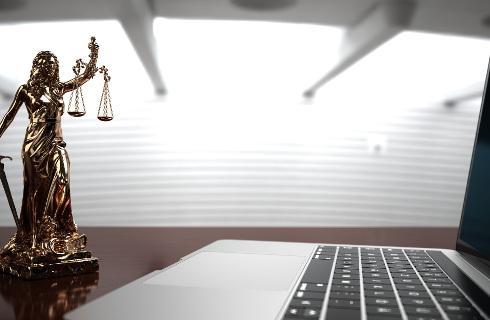 Karne e-rozprawy możliwe, ale z ich realizacją nadal problemy