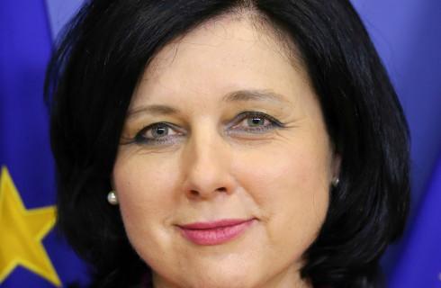"""Wiceprzewodnicząca KE zapowiada """"alarmujący"""" raport o praworządności"""