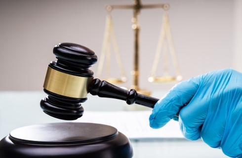 Można odmówić przyjęcia mandatu za brak maseczki, ale sąd może ukarać surowiej