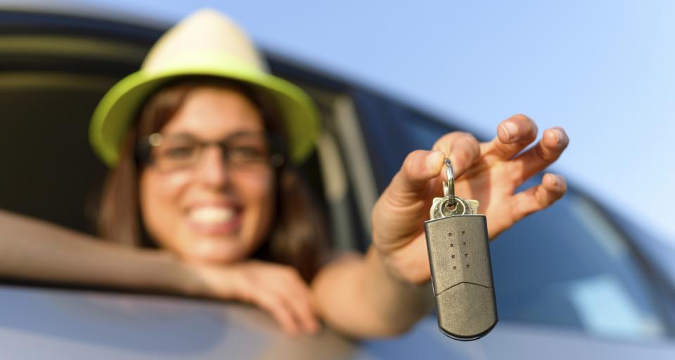 Przy braku wspólności majątkowej można dokonać darowizny samochodu na rzecz żony