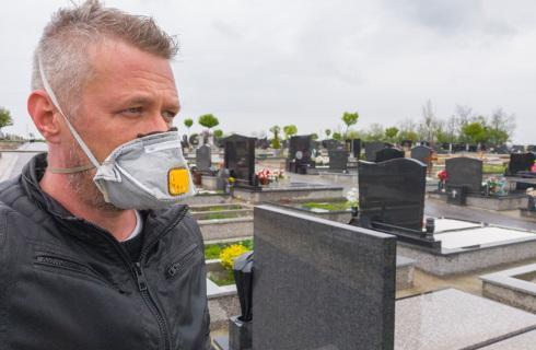 Gminy mogą zamknąć cmentarze, ale na razie apelują i czekają na decyzje rządu
