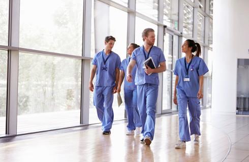 Lekarz spoza UE zatrudni się w szpitalu bez uznania dyplomu