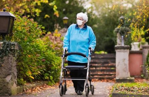 Samotni starsi mogą liczyć na pomoc, rusza Solidarnościowy Korpus Wsparcia Seniorów