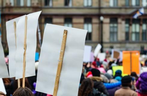 Samorządowcy: Nie inspirujemy protestów na ulicach