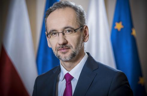 Minister wprowadza zmiany w testowaniu i kierowaniu na kwarantannę