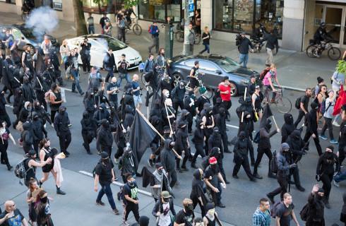 Maszeruj albo nie - dualizm prawny utrudnia interpretację, ale Marsz Niepodległości jest zakazany