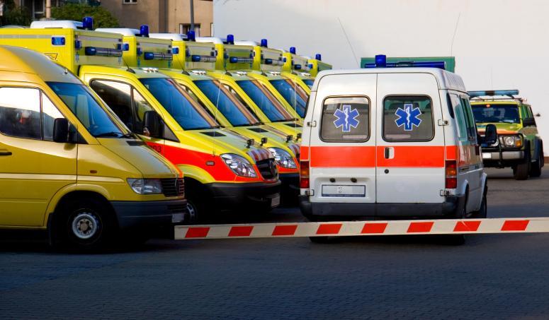 Personel szpitala nie może ratować chorego w karetce - potrzebna zmiana przepisów