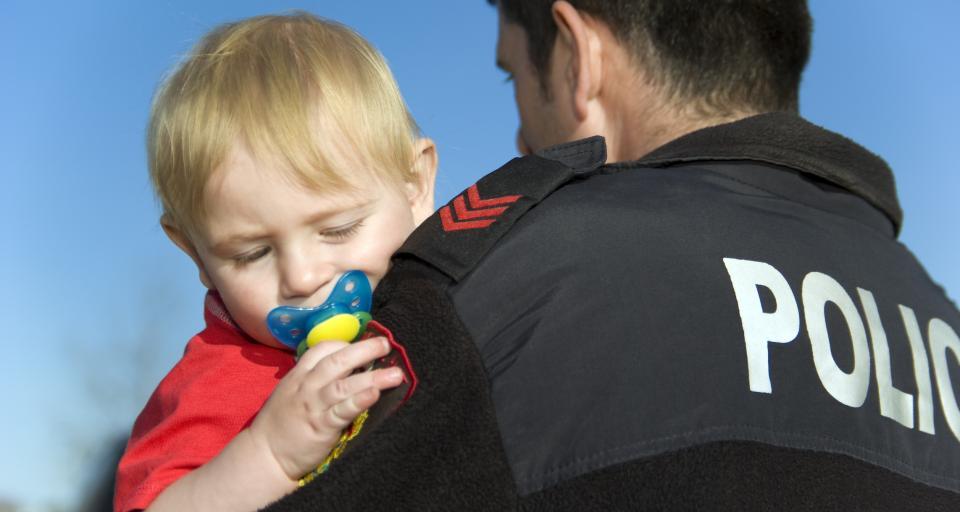 NSA: Policjant 4 lata czekał na przyznanie dwóch dni na opiekę nad dzieckiem, aż został zwolniony