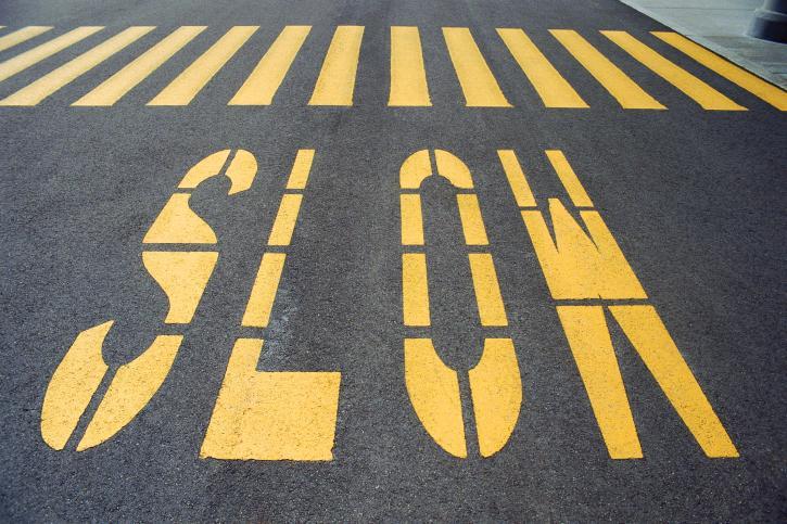 Będą zmiany: pierwszeństwo dla pieszego i zakaz używania telefonu na przejściu