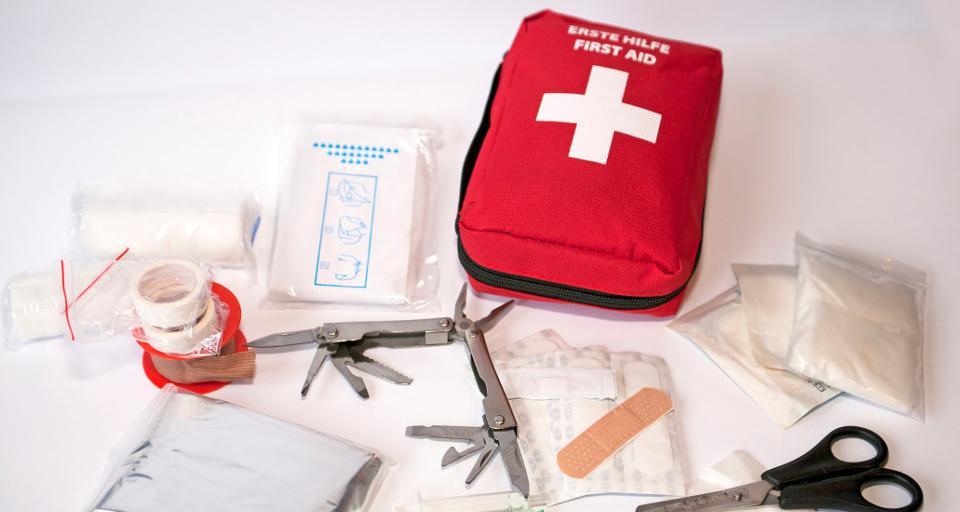 Ratownik przetestuje pacjenta i zawiezie do szpitala covidowego