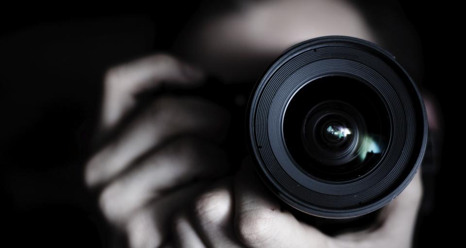 Pracownik służby BHP może utrwalać nieprawidłowości w zakładzie pracy robiąc zdjęcia pracownikom