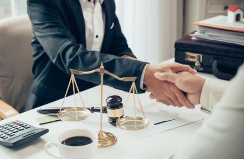 Liczy się aktywność i specjalizacja - COVID nie rozpieszcza, prawnicy walczą o przetrwanie