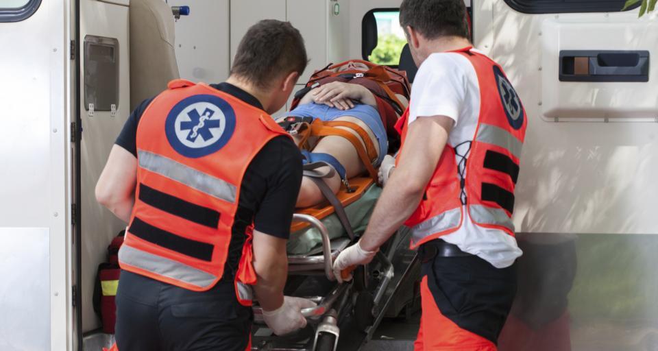 Powiaty chcą covidowych dodatków także dla medyków w izbach przyjęć i zespołach ratownictwa