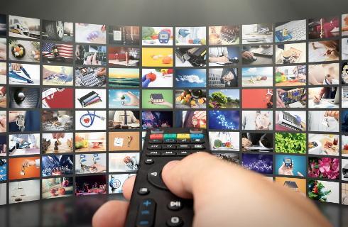 Niespójne prawo utrudnia emerytom korzystanie ze zwolnienia z abonamentu RTV