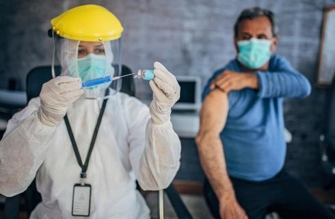 Rząd zmienia kolejność szczepień. Więcej osób trafi do pierwszej grupy