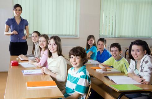 MEiN: Uczniowie klas I-III uczą się stacjonarnie w 99,3 proc. szkół podstawowych