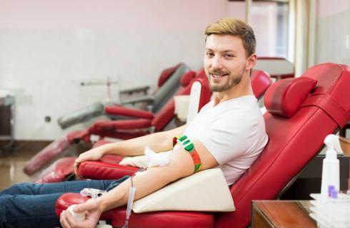 Dwa dni wolne od pracy dla ozdrowieńców, którzy oddali krew lub osocze