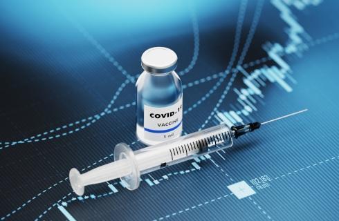 Dowóz na szczepienia wymaga zmian – 100 km to za daleko, a ryczałt za niski