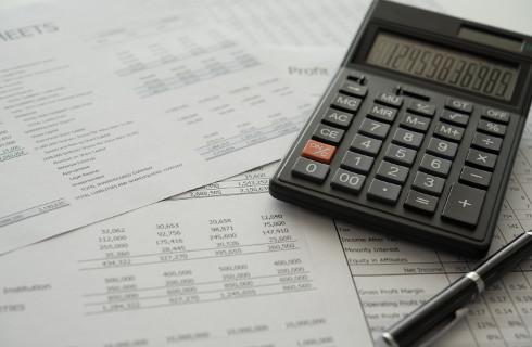 Skarbówka chce podatku od dofinansowania wynagrodzeń