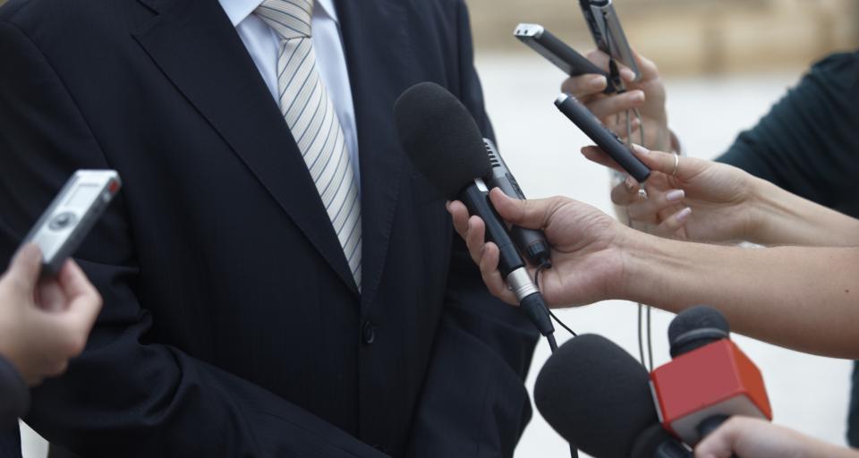 """Gmina kontra dziennikarz: Władza ma mieć """"grubą skórę"""", prasa - kontrolę"""