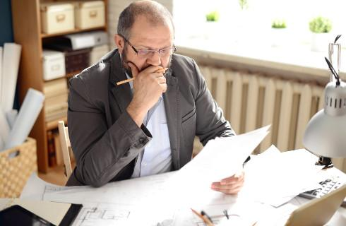 Gdy brak świadectwa pracy, starosta może przyjąć inny dokument
