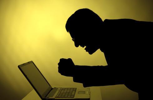 """Panie Facebooku, a on ją obraża - """"ślepe pozwy"""" raczej nie zadziałają"""