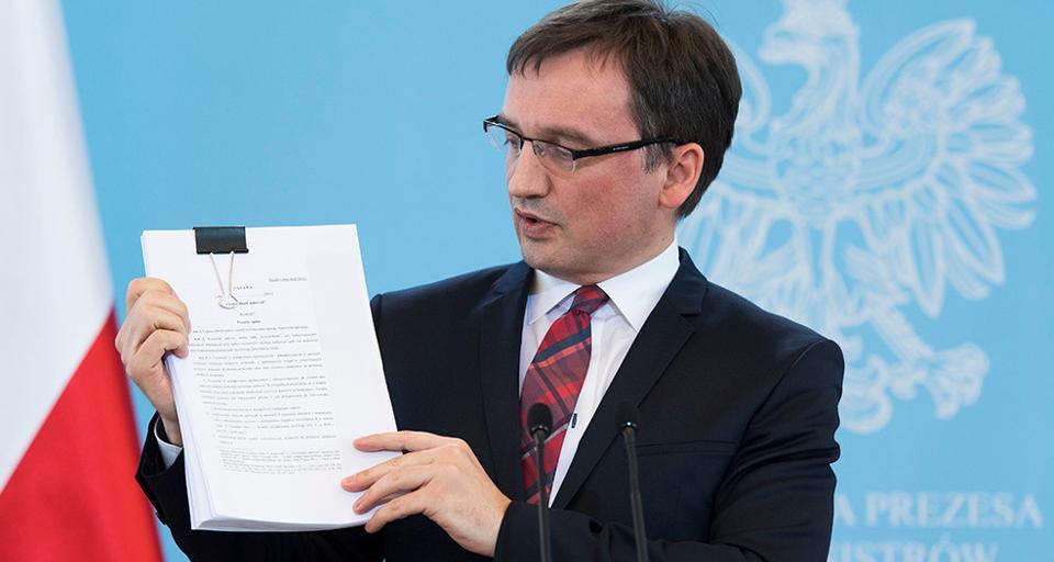 Ziobro: Nasza ustawa pozwoli chronić wolność słowa w internecie