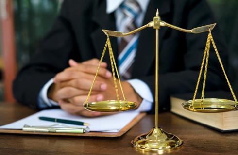 Izba Dyscyplinarna: Adwokat chciał zamknąć usta ofierze księdza, proces toczy się od nowa