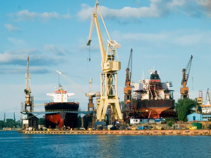 TSUE: Przepisy ograniczające dostęp do pracy portowej nie mogą być oparte na dyskryminacyjnych kryteriach