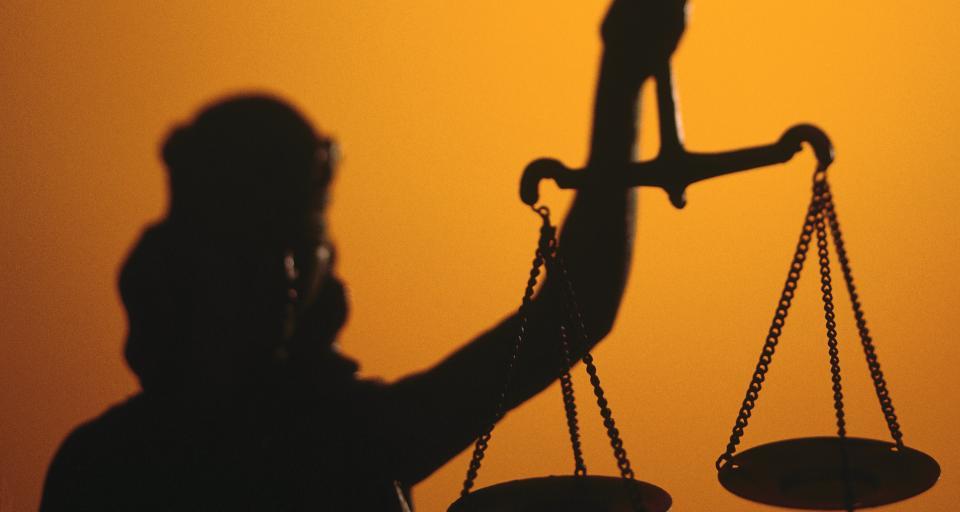 Koronawirus zamyka sądy dla obywateli - na szali prawa konstytucyjne