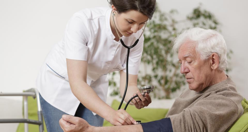 Nowa podstawa programowa - opiekun medyczny ma być wsparciem pielęgniarek