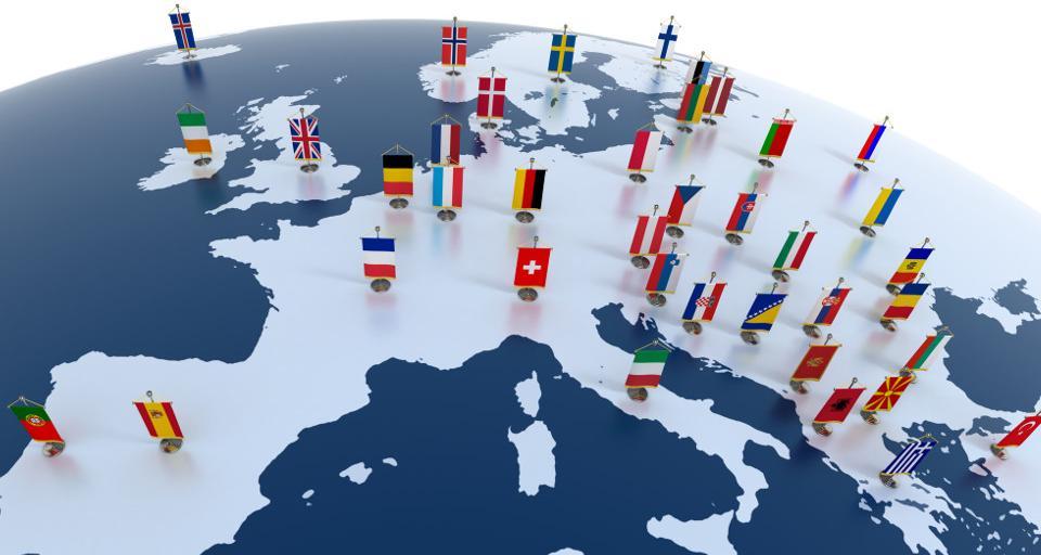 Włochy zamykają się, Polska tylko zaleca nie podróżować